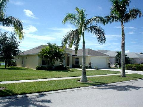 BRIARWOOD 4B/3B Lakeside Villa, S /Face solar pool - Vacation Rental in Naples