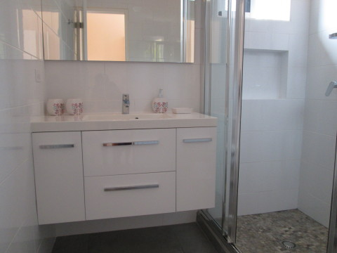 Spacious Bathroom with hairdryer