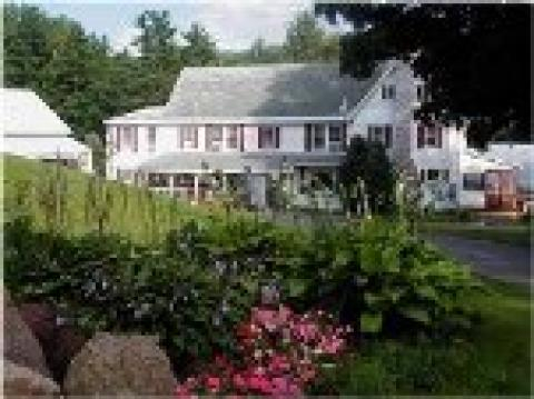 Cranmore Mountain Lodge - Bed and Breakfast in North Conway