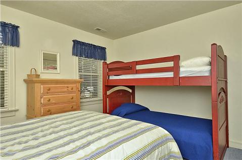 3rd Bedroom Queen & Bunk Set