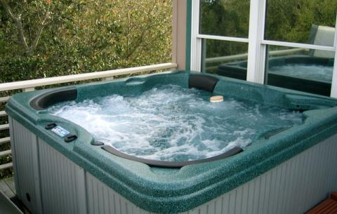 Hot Tub for 6 on Private Deck