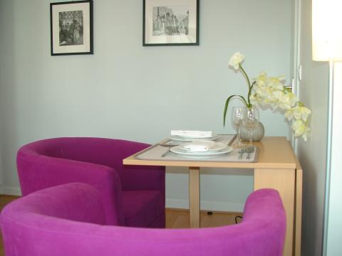 Dining area - Paris Vacation Apartments