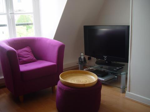 TV with large LCD screen - Paris Vacation Apartments