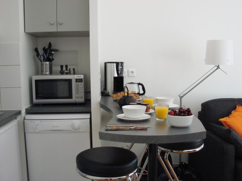 Fully equipped kitchen - Paris Vacation Apartments