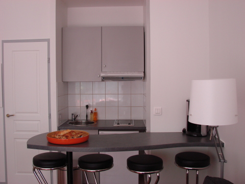 Dining area for 4 guests - Paris Vacation Apartments