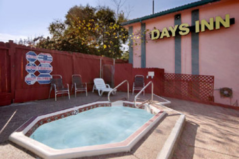 Days Inn - Pinole