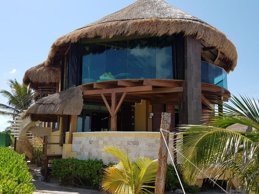 4 Bdrs. BEACHFRONT PENTHOUSE  Amazing  View sleeps - Vacation Rental in Puerto Morelos