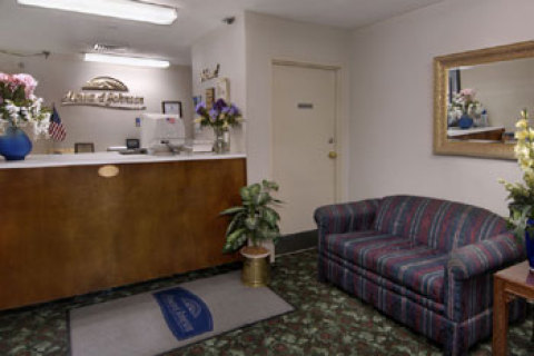 Howard Johnson Express Inn - Raleigh