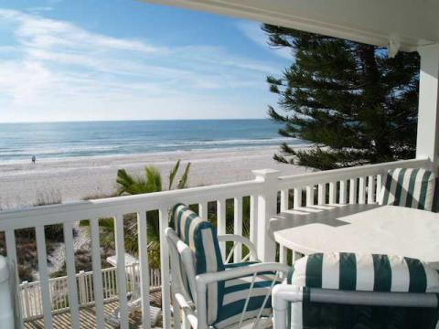 Sunset Villas Condos directly on the beach - Vacation Rental in Redington Beach