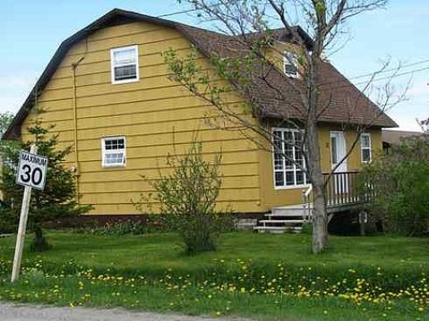 Cedar House Bed and Breakfast - Bed and Breakfast in Rocky Harbour