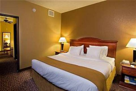 Holiday Inn Express Suites Downtown Market