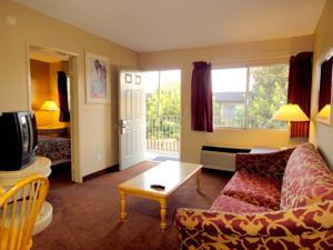 TRAVELERS INN  Suites / Kitchens - San Diego South - Hotel in San Diego