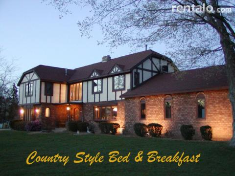 Heritage Manor Inn Bed & Breakfast - Bed and Breakfast in Saugatuck