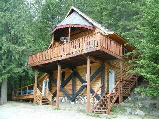 Stay Shuswap Cottage & Chalet - Vacation Rental in Shuswap