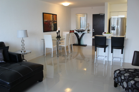 Flamingo One Bedroom With Bay Views - Vacation Rental in South Beach