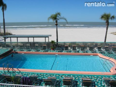 Plaza Beach Resort- Beachfront Resort - Hotel in St Petersburg