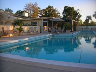 Tropical Paradise-Upscale, private. - Vacation Rental in Stuart