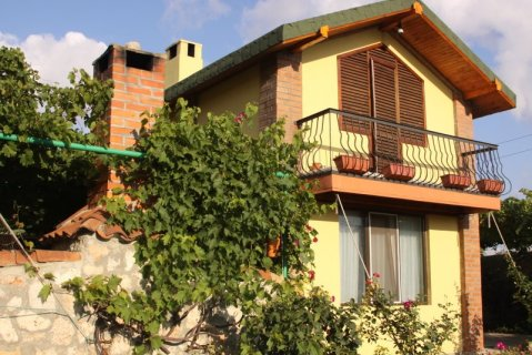 Cozy guest house on the beach in the village Tyule - Vacation Rental in Varna