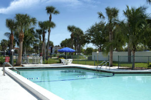 Howard Johnson Inn - Vero Beach
