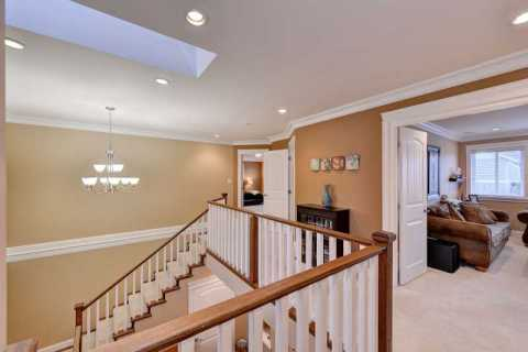 Large foyer up stairs.