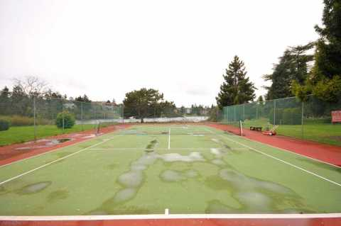Common area tennis courts.