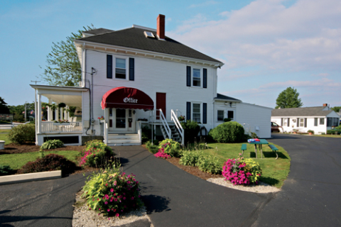 CARRIAGE HOUSE MOTEL, COTTAGES & SUITES - Vacation Rental in Wells