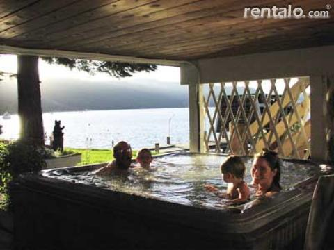 Family Size Hot Tub at Lake Tahoe Lakefront