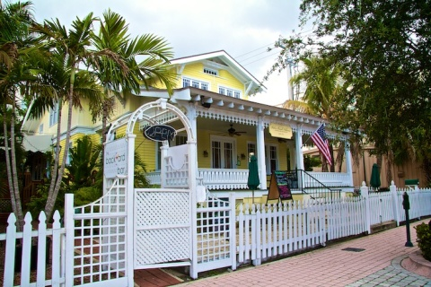 Palm Beach Hibiscus Bed and Breakfast - Bed and Breakfast in West Palm Beach
