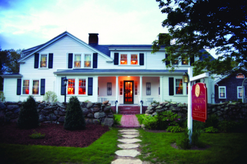 Lamberts Cove Inn & Restaurant - Hotel in West Tisbury