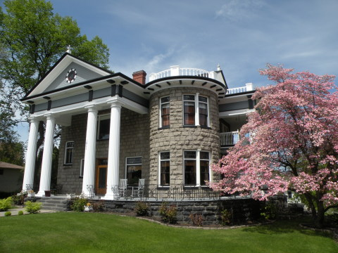 Rosedell Mansion - Vacation Rental in Yakima