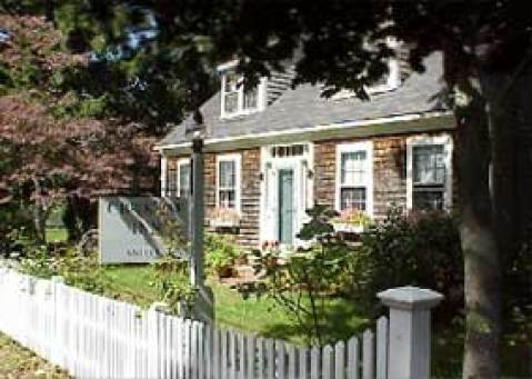 Crook Jaw Inn - Bed and Breakfast in Yarmouth Port